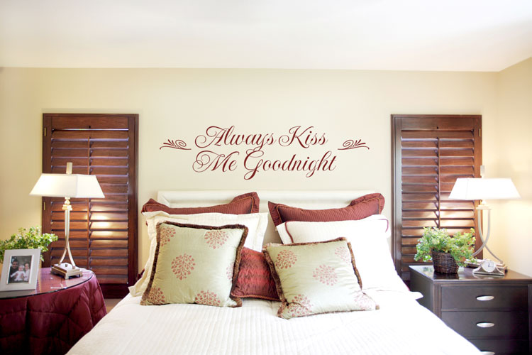 Attractive Bedroom by Using Wall Decoration