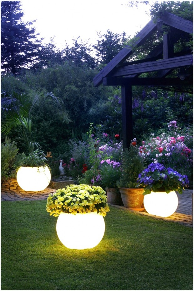 Lighted flower planters